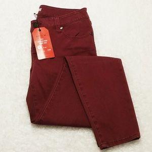 NWT Cabi Bordeaux Skinny Jean